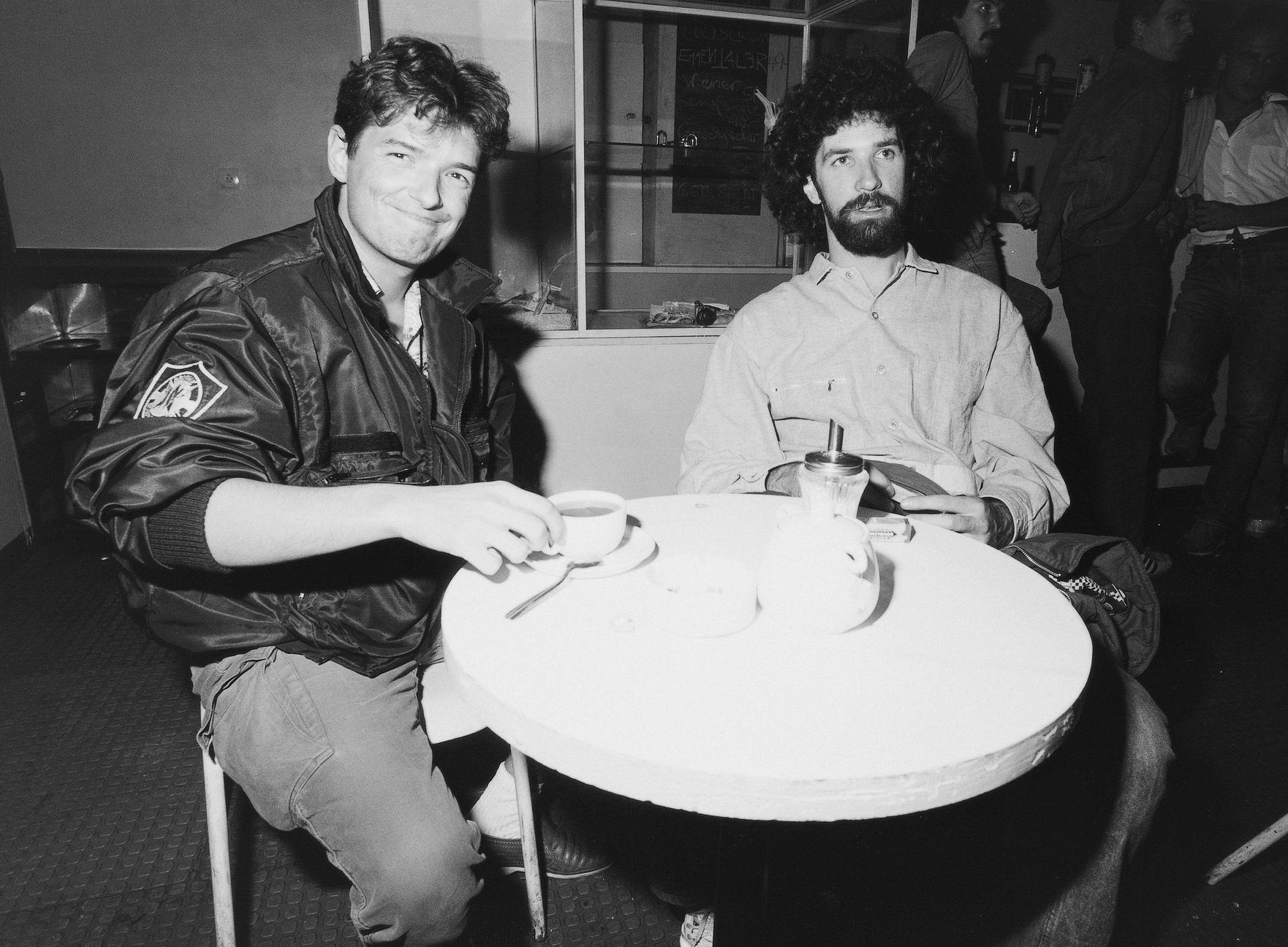 Falco und Robert Ponger beim Melange trinken